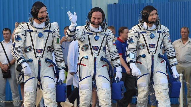 Elon Musk Pamer Kostum Astronaut Masa Depan