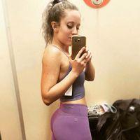 Satu hal yang membuat wanita sulit mendapatkan otot adalah karena minimnya hormon testosteron. Pria lebih mudah membentuk otot karena testisnya memproduksi hormon itu. (Foto: Instagram/female_bodybuilders)