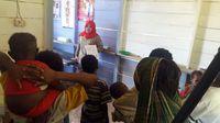Penyuluhan oleh tim Nusantara Sehat dari Kementerian Kesehatan tentang kehamilan dan persalinan yang sehat sering dilakukan namun tetap saja tidak mudah mengubah pandangan masyarakat terhadap hal ini. (Foto: Nusantara Sehat/Tri Puji Astuti)