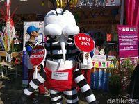 Dalam kesempatan yang sama, selain mengkampanyekan vaksin MR Menkes Nila juga berkunjung ke SDN Baru 07 Cijantung mengkampanyekan Asean Dengue Day. (Foto: Firdaus Anwar)