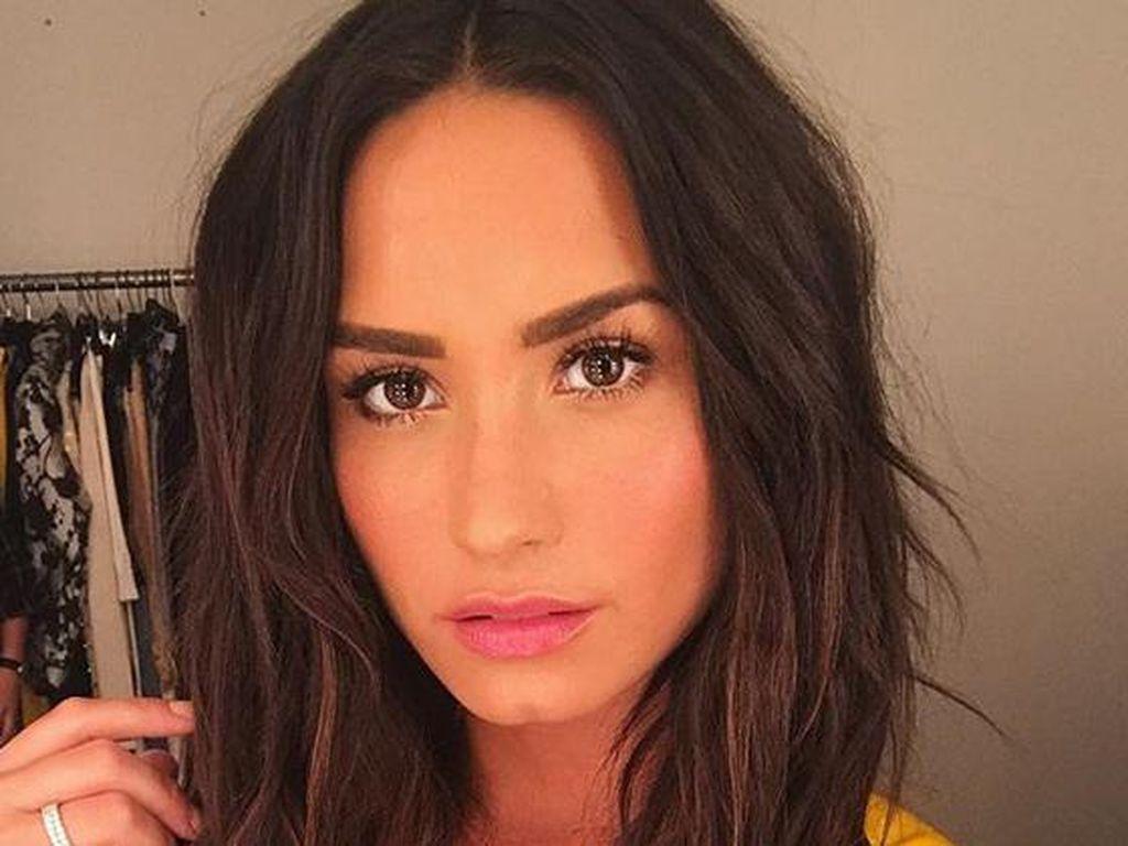 Foto Before After Demi Lovato Ini Ungkap Transformasinya Setelah Bulimia