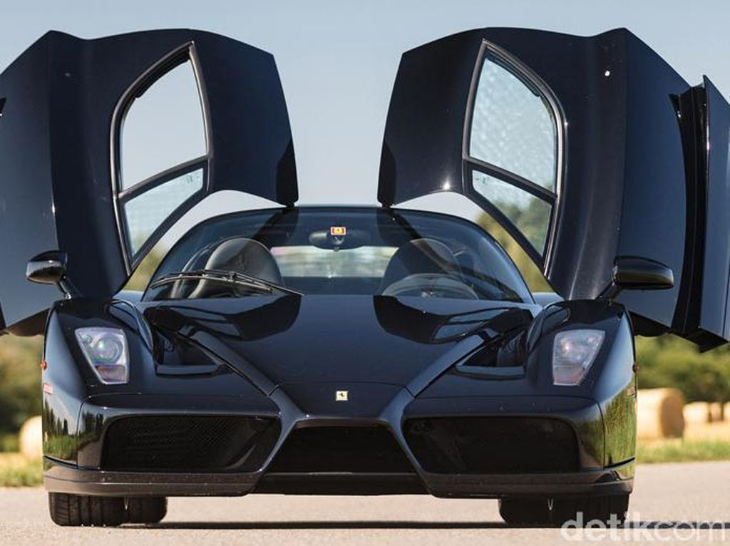 Sexy Black, Ferrari Enzo Hitam yang Langka