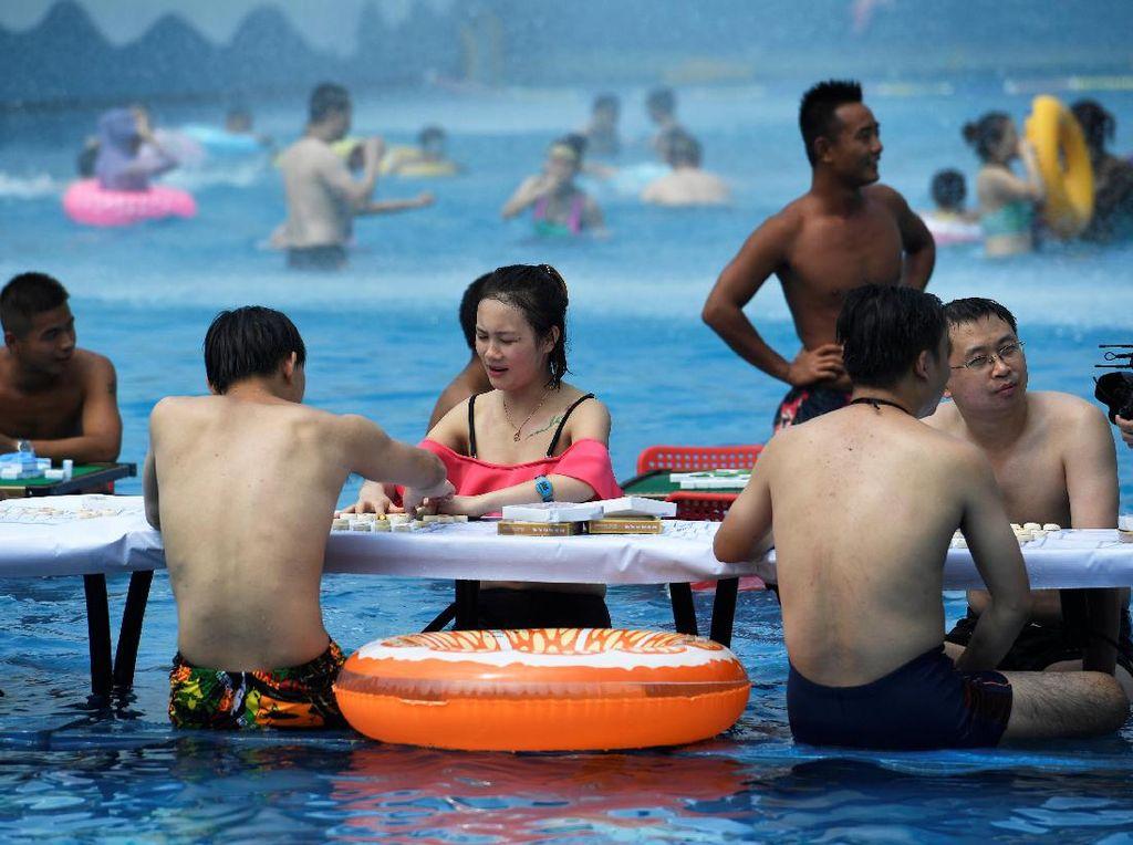 Water Park Ini Beri Diskon untuk Pengunjung yang Berani Pamer Perut Buncit