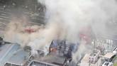 Api melalap pasar ikan Tsukiji di Jepang, salah satu situs wisata terbesar di Tokyo, pada Kamis (3/8). (Kyodo/via Reuters)