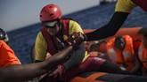Meski demikian, Italia memastikan bahwa pasukannya hanya ingin menyelamatkan para imigran dan akan menjaga kedaulatan Libya. (AFP Photo/Angelos Tzortzinis)