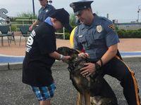 Baru-baru ini bocah asal Prescott, Wisconsin tersebut dikukuhkan sebagai anggota polisi kehormatan oleh Wildwood Police Department. Ini seolah mimpi yang menjadi nyata bagi Ethan karena ia memang bercita-cita menjadi seorang penegak hukum. (Foto: YouCaring)