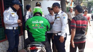 Ojek Daring Dinilai Ikut Bersalah Atas Penyerobotan Trotoar