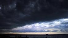 Hujan Lebat, Angin Kencang, Bakal Landa Jabodetabek Hari Ini