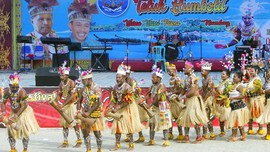 Serunya Festival Budaya Teluk Hambold di Papua