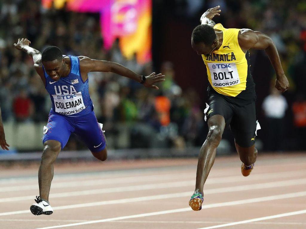 Usain Bolt sedang beradu cepat dengan Justin Gatlin yang akhirnya mampu meraih medali emas dengan catatan waktu 9,92 detik (Foto: REUTERS/Lucy Nicholson)