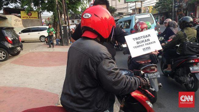 Menguntit Patroli Pejalan Kaki Sterilkan Trotoar Jakarta
