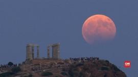 Indahnya Gerhana Bulan Parsial di Kuil Kuno Yunani