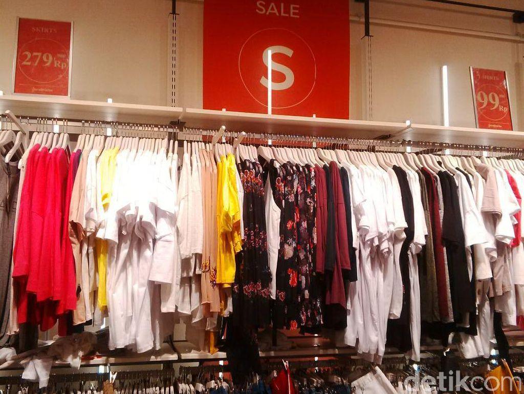 Stradivarius Kota Kasablanka Diskon 50%, T-shirt Mulai dari Rp 89 Ribu