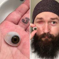 Buat yang penasaran seperti apa mata palsu itu, begini loh bentuknya. (Foto: Instagram/negadivone)