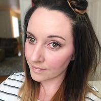 Kira-kira mana di antara mata wanita cantik ini yang palsu? (Foto: Instagram/ashleigh_bee_beuty)