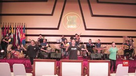 Lagu Minang 'Tak Tong Tong' Hibur 50 Tahun ASEAN