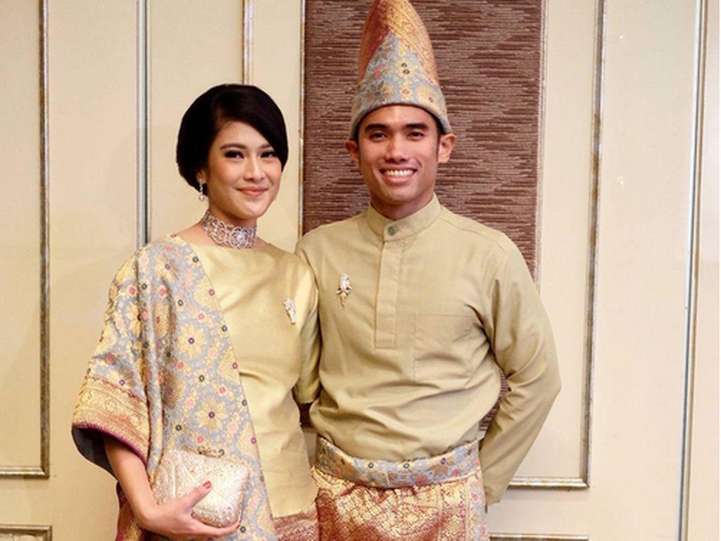 Foto: Cantiknya Dian Sastrowardoyo Berbalut Kain Nusantara