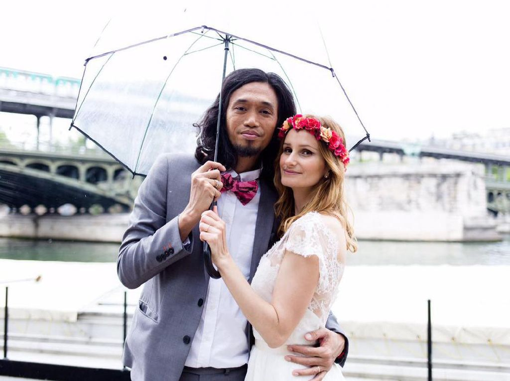 7 Potret Bahagia Ijal-Julie, Pasangan Berjodoh karena Google Translate