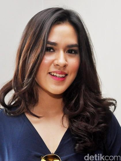 Foto 10 Pesona Artis Cantik Indonesia Dengan Senyuman Menawan