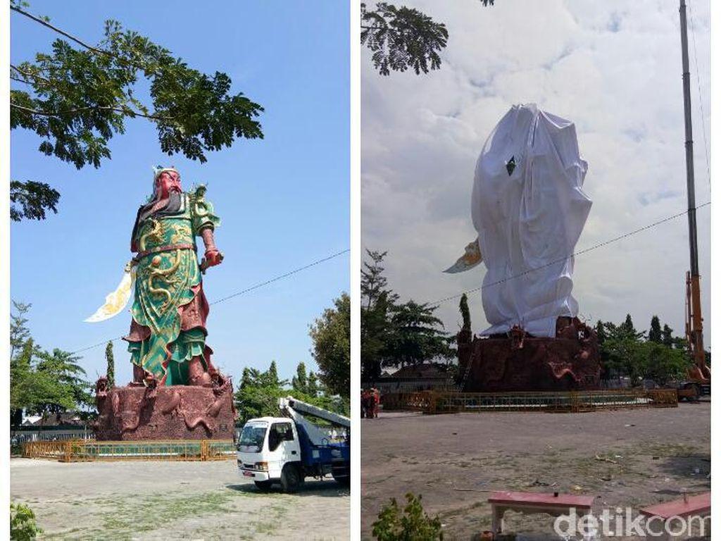 Beginilah kondisi patung dewa di Kelenteng Kwan Sing Bio Tuban sebelum dan setelah dibungkus kain. Berbagai elemen masyarakat di Tuban mengatakan warga menghargai toleransi. Provokasi dinilai datang dari luar Tuban (Rofiq/detikcom)