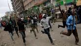 <p>Kerusuhan pecah hingga menewaskan lima orang di berbagai penjuru Kenya tak lama setelah pemilihan umum presiden digelar pada Selasa (8/8). (Reuters/Thomas Mukoya)</p>