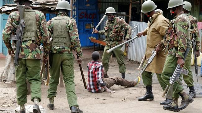 <p>Setidaknya satu orang lainnya ditembak mati di Kisii, sekitar 300 kilometer dari Nairobi. (Reuters/Thomas Mukoya)</p>