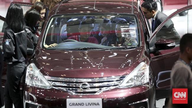 <p>Antusiasme pengunjung pameran otomotif di GIIAS 2017yang menghadirkan produk unggulan serta produk terbaru telah disiapkan oleh masing-masing peserta.(CNN Indonesia/Andry Novelino)</p>