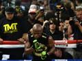 FOTO: Mayweather Unjuk Kekuatan Jelang Lawan McGregor