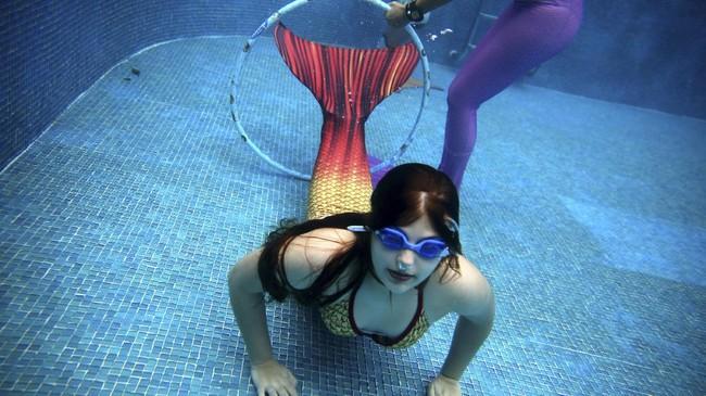 Dari kecil, kata Catan ia sudah terpikat dengan putri duyung. Inspirasinya datang saat ia menonton film 'Splash' pada 1984, yang dibintangi Daryl Hannah. (Foto/REUTERS/Pilar Olivares)