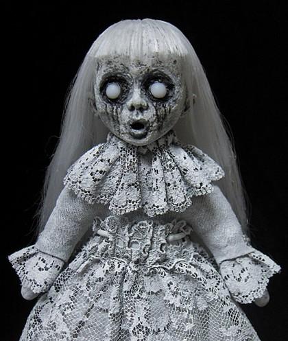 Foto: 15 Boneka yang Nggak Kalah Seram Dari Annabelle, Hii.. Bikin Merinding