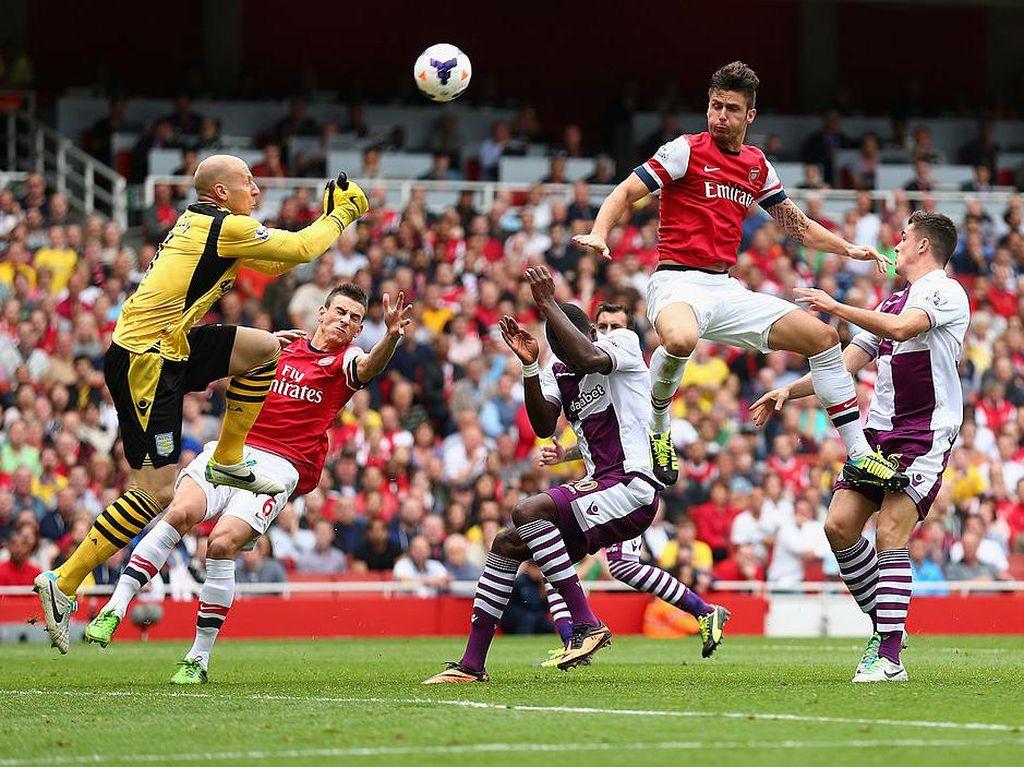 2013 - Arsenal 1-3 Aston Villa. Arsenal unggul cepat lewat gol Olivier Giroud di menit ke-6, tapi dua gol Christian Benteke menginspirasi Villa untuk berbalik menang dan mengejutkan tim tuan rumah di Emirates. (Foto: Clive Mason/Getty Images)