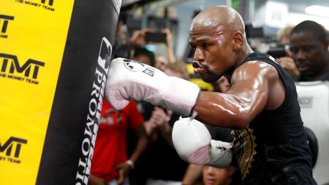 Mike Tyson Tak Ingin Lihat Mayweather Jr. Tampil di UFC
