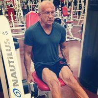 Usia dr Jeffrey Life sudah 70 tahun lebih. Baginya penuaan adalah hal yang alami tapi bukan berarti seseorang bisa pasrah begitu saja menjadi tua. (Foto: Instagram/drjlife)