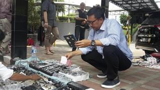 Kala Menpora Belanja Kacamata di 'Pasar Jongkok'