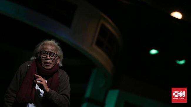 Teater Koma menyuguhkan persembahan lakon 'Warisan' yang masih menjadi wujud dari perayaan hari jadinya ke-40. (CNN Indonesia/ Hesti Rika)