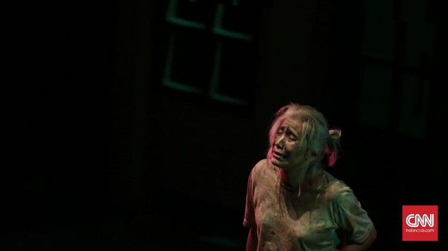 <p>Berbeda dari lakon yang biasa dipentaskan, lakon 'Warisan' tanpa ilustrasi musik dan iringan tarian khas Teater Koma. (CNN Indonesia/ Hesti Rika)</p>