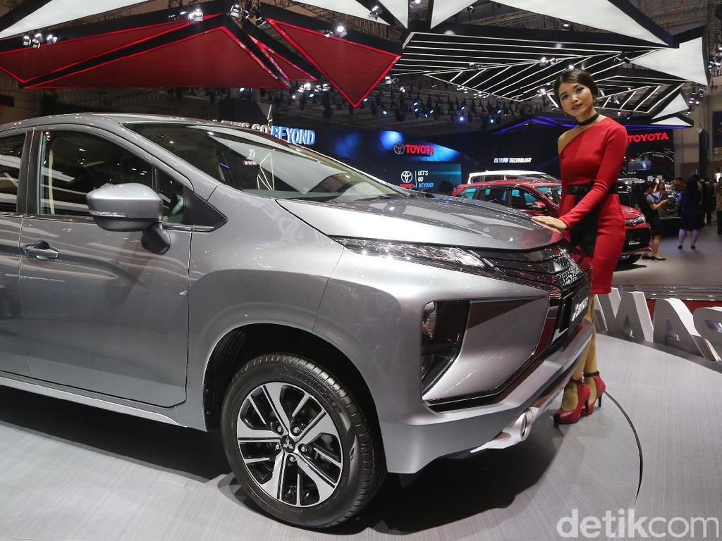 Setelah menjadi mobil terlaris berbulan-bulan, Xpander pada bulan Juni malah harus turun 2 peringkat ke urutan ketiga. Mitsubishi Xpander terjual 3.278 unit selama bulan Juni. Foto: Ari Saputra