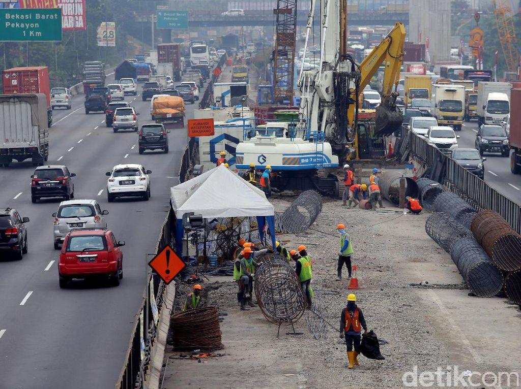 Pembangunan jalan tol Jakarta-Cikampek II terdiri dari sembilan seksi yaitu Seksi Cikunir-Bekasi Barat (2,99 km), Seksi Bekasi Barat-Bekasi Timur (3,63 km), Seksi Bekasi Timur-Tambun (4,34 km), Seksi Tambun-Cibitung (3,30 km), Seksi Cibitung-Cikarang Utama (4,46 km).