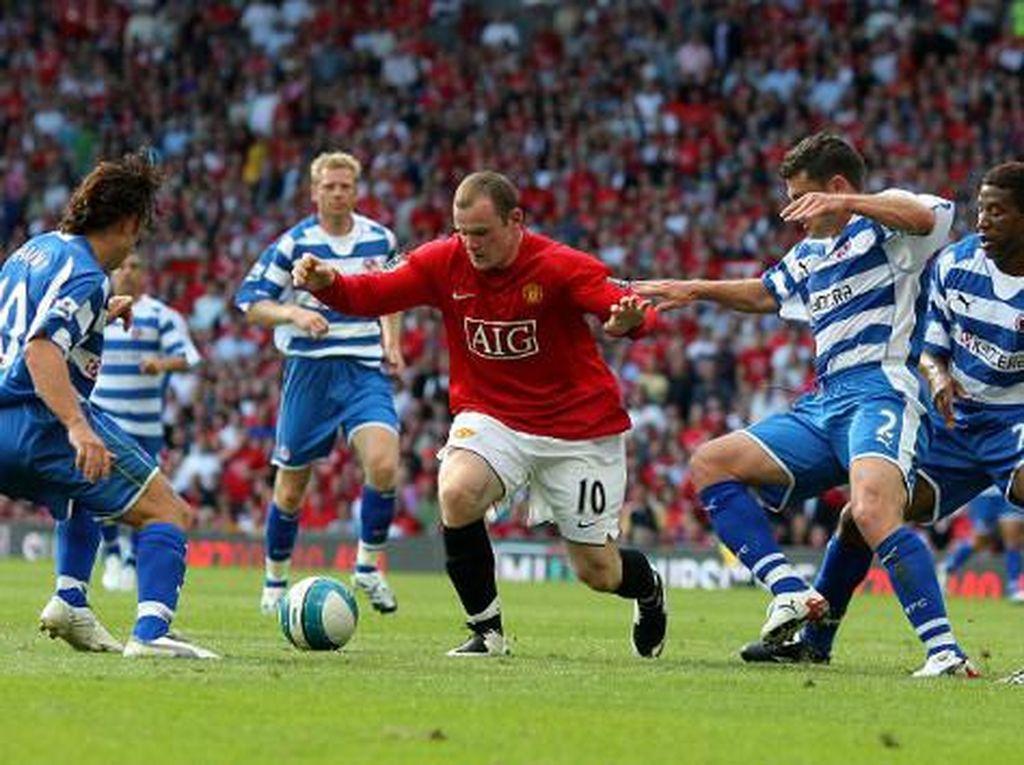 2007 – Manchester United 0-0 Reading. Favorit kuat MU, yang turut diperkuat Wayne Rooney, Cristiano Ronaldo, Ryan Giggs, dan Paul Scholes, tak kunjung mampu menjebol rapatnya pertahanan Reading. Cukup mengejutkan. (Foto: ANDREW YATES/AFP PHOTO)