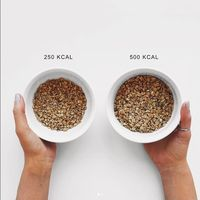 Misalnya granola, semacam biji-bijian, memang kalorinya lebih rendah dari nasi. Tapi ketika dikonsumsi dalam jumlah banyak, total kalorinya juga menjadi banyak. (Instagram: @thefashionfitnessfoodie)