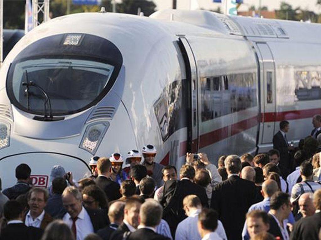 Siemens Velaro E/AVS 103 di Spanyol dengan kecepatan 349 km/jam. Salah satu kereta tercepat di Spanyol. (Chinadaily)
