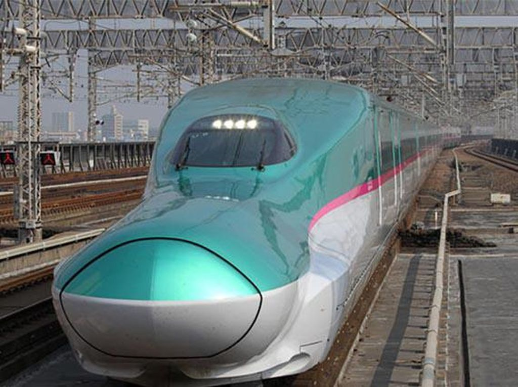 Shinkansen seri E5 di Jepang dengan kecepatan 321 km/jam. Kereta ini dioperasikan East Japan Railway Co. (Chinadaily)