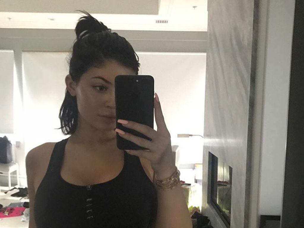 Deretan 10 Foto Selfie Seksi Kylie Jenner