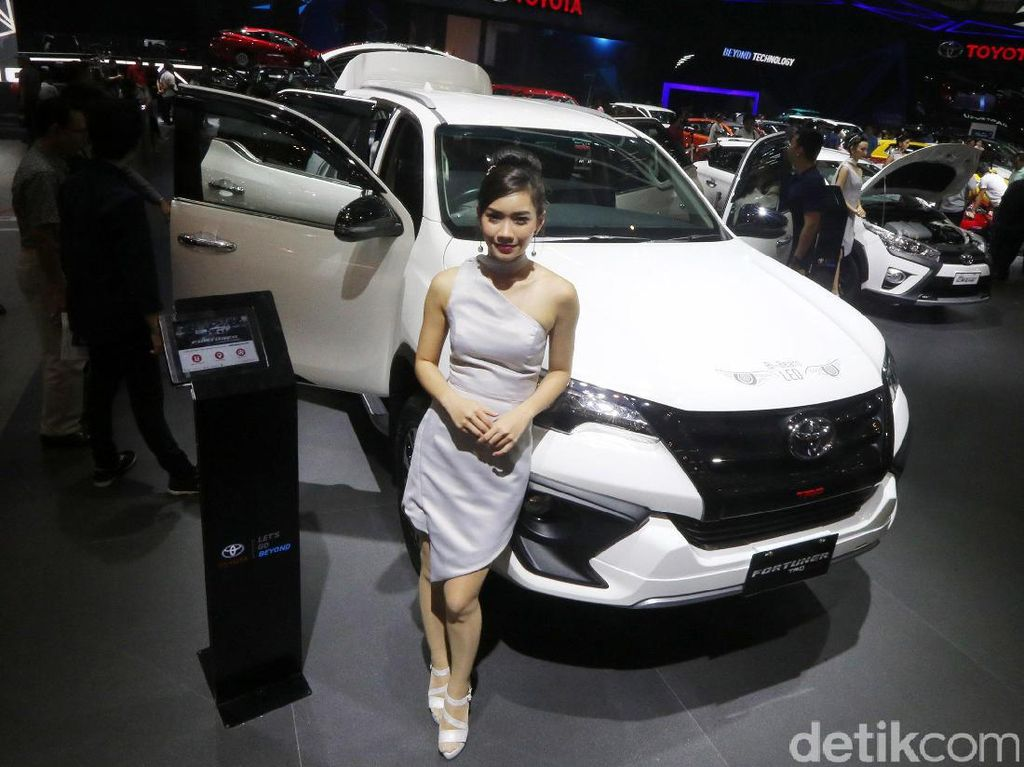 Fortuner TRD resmi mengaspal di Indonesia melalui ajang Indonesia International Auto Show (GIIAS) 2017.