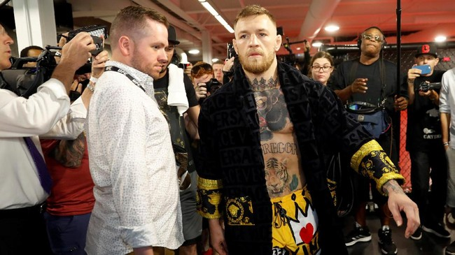 Conor McGregor menggelar latihan di UFC Performance Center, Las Vegas, Jumat (11/8) sore waktu setempat. (REUTERS/Steve Marcus)