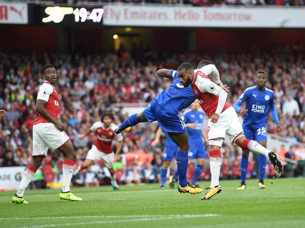 Alexandre Lacazette direkrut Arsenal pada musim panas 2017. Ia menjalani debut Premier League untuk Arsenal pada 11 Agustus 2017 dan mencetak gol pembuka dalam kemenangan 4-3 lawan Leicester City. (Foto: Michael Regan/Getty Images)