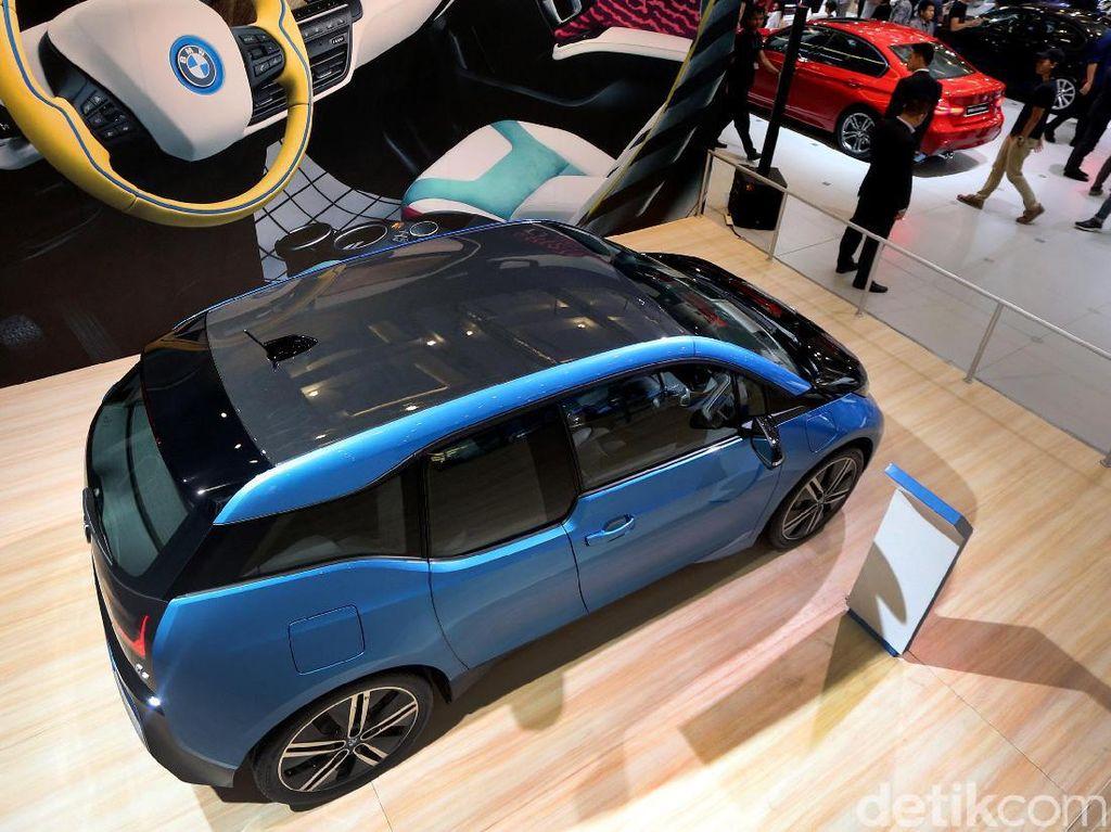 Mobil listrik ini memiliki dimensi panjang 3.999 milimeter, lebar 1.775 mm, dan tinggi 1.578 mm.