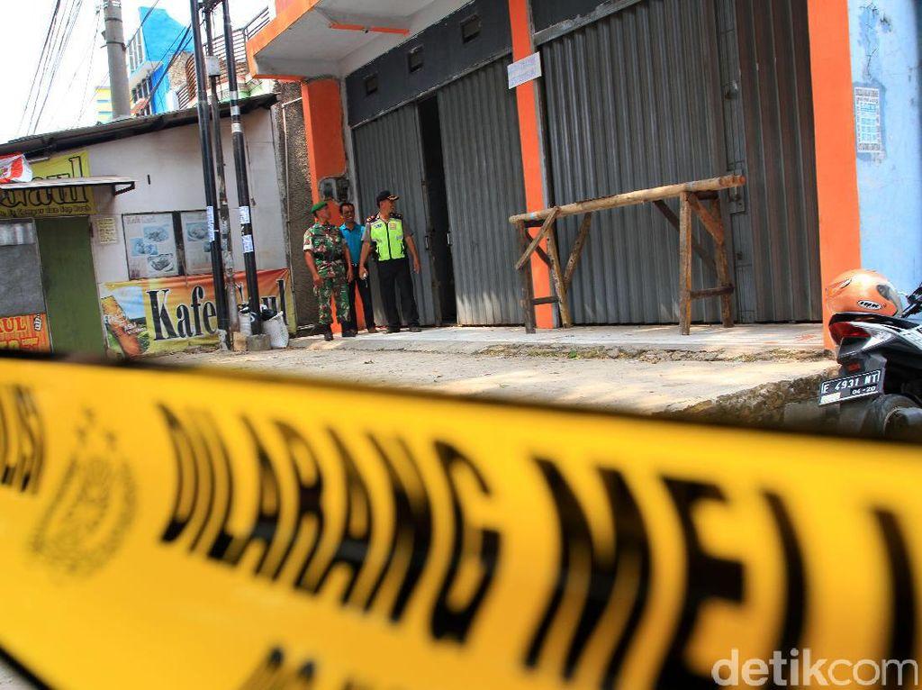 Ruko itu disebut-sebut sempat digunakan DG untuk pertemuan bersama sejumlah jaringan Jamaaah Ansor Daulah (JAD) yang terlebih dahulu ditangkap Densus 88, termasuk dengan dua pelaku teror Kampung Melayu, Jakarta.