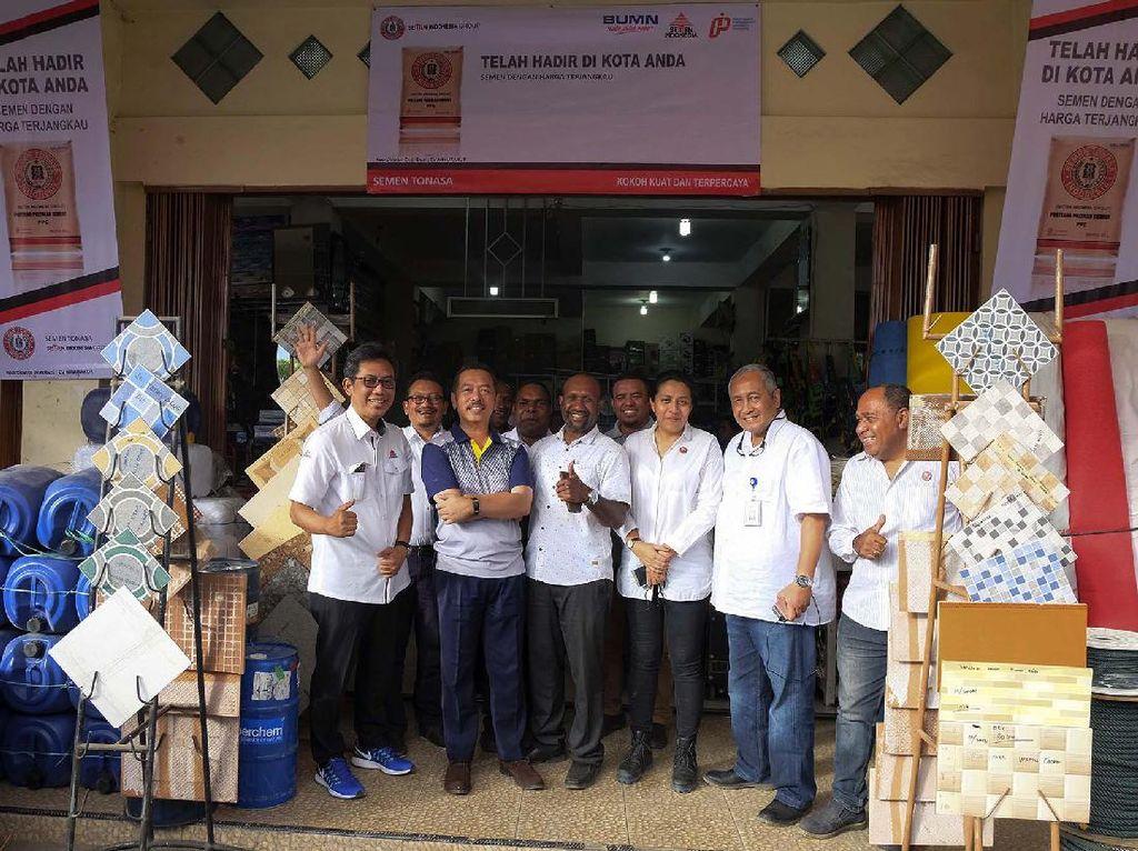 Sementara itu saat peninjauan di Kabupaten Puncak Jaya, Bupati Puncak Jaya, Henock Ibo mengungkapkan bahwa, mahalnya harga semen di Puncak Jaya yang mencapai Rp 2 juta/sak membuat pembangunan terhambat. Pool/Kementerian BUMN.