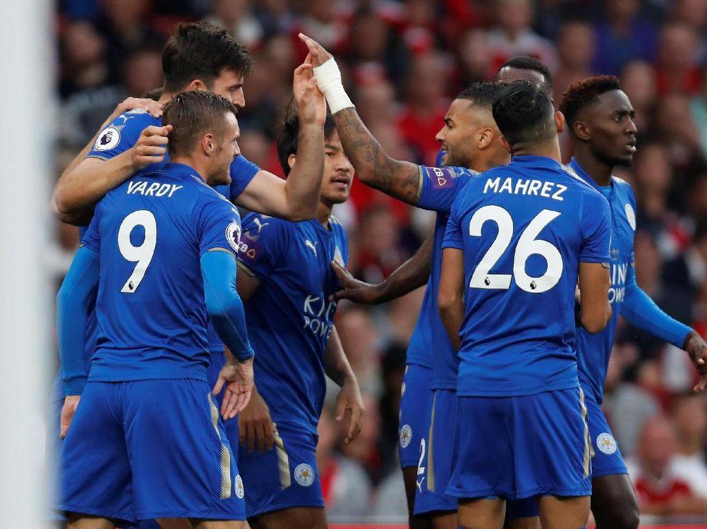 Namun keunggulan Arsenal tak bertahan lama. Di menit kelima, Leicester menyamakan lewat gol Shinji Okazaki. (Foto: Reuters/Paul Childs)